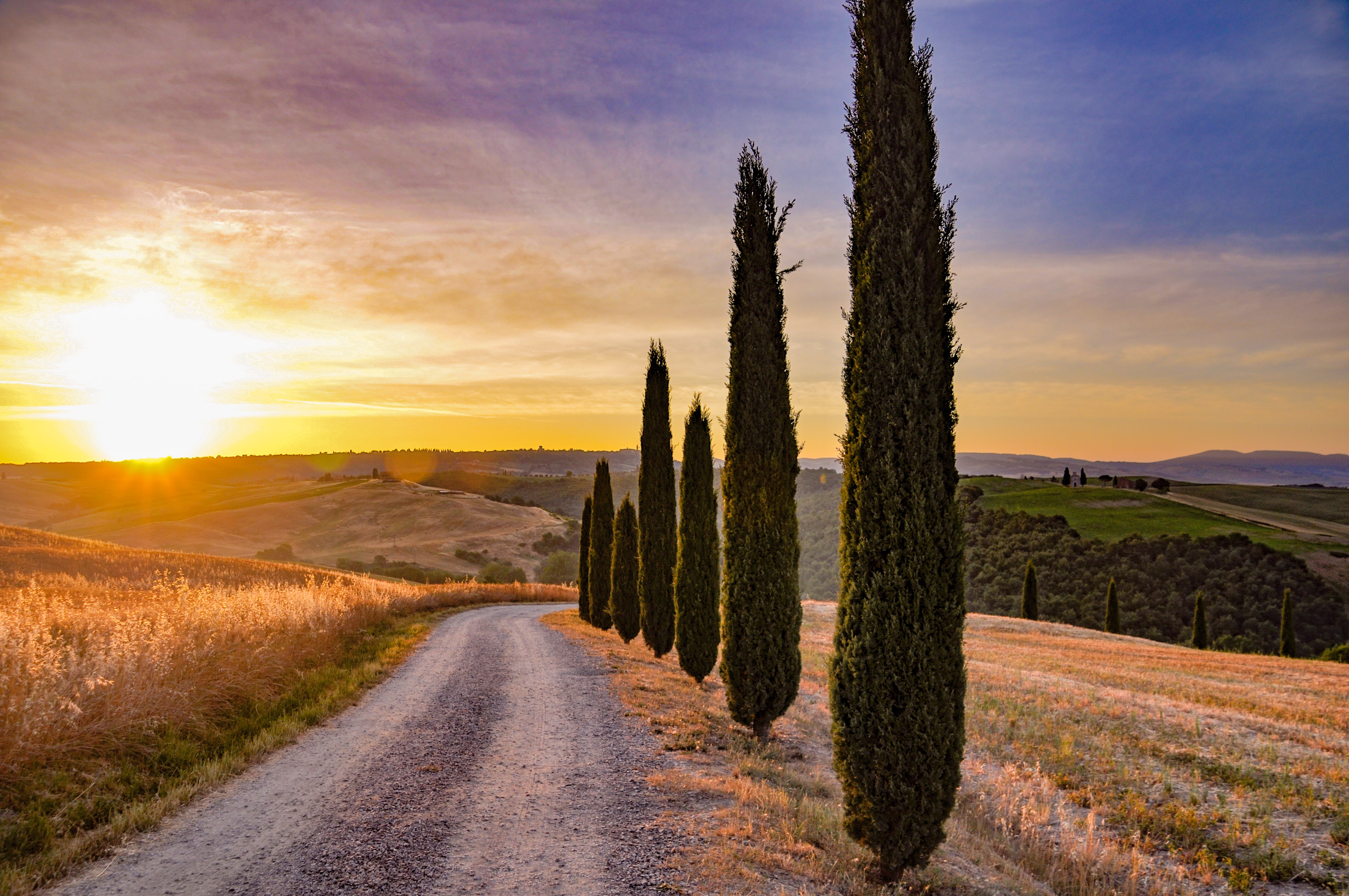 Val D'Orcia road